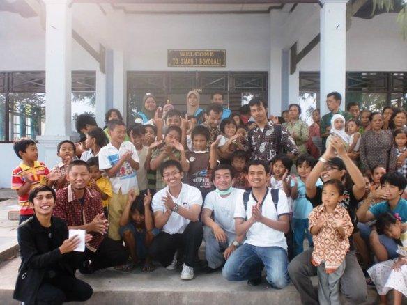 Foto Bersama Pengungsi Merapi