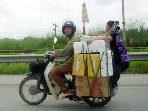 Bawalah barang penting saja, tetap patuhi aturan berlalu lintas