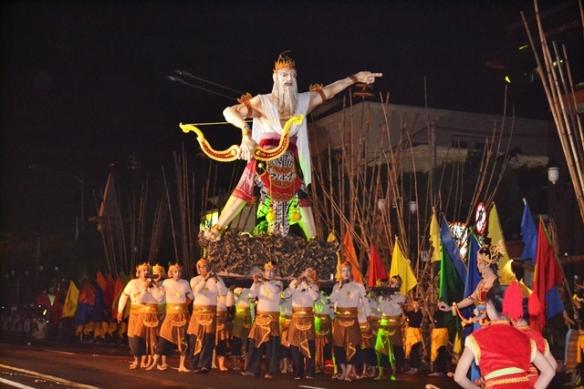 Pentas Wayang Kolosal yg melibatkan 750 penari & 250 pendukung acara